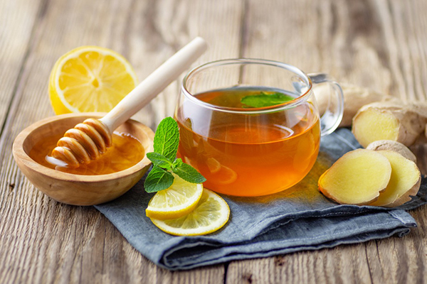 cup of mint tea with lemon, ginger and honey; health benefits of floral tea