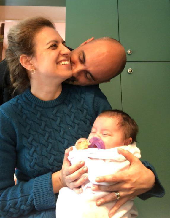 Adoptive parents Ana Tavares and Bruno Ribeiro from New York with their new daughter Daphne, after recovering from COVID-19
